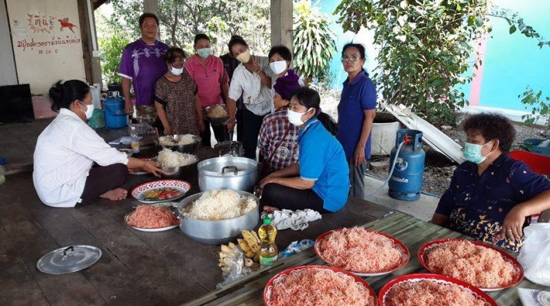 กศน.ตำบลย่านยาว จัดกิจกรรมศูนย์ฝึกอาชีพชุมชน พัฒนาอาชีพระยะสั้น หลักสูตรวิชาการทำอาหารว่าง (หมี่กรอบ) จำนวน 5 ชั่วโมง